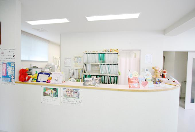 さかの小児科では、経験豊富な小児科医がお子さんの診療を行っています。