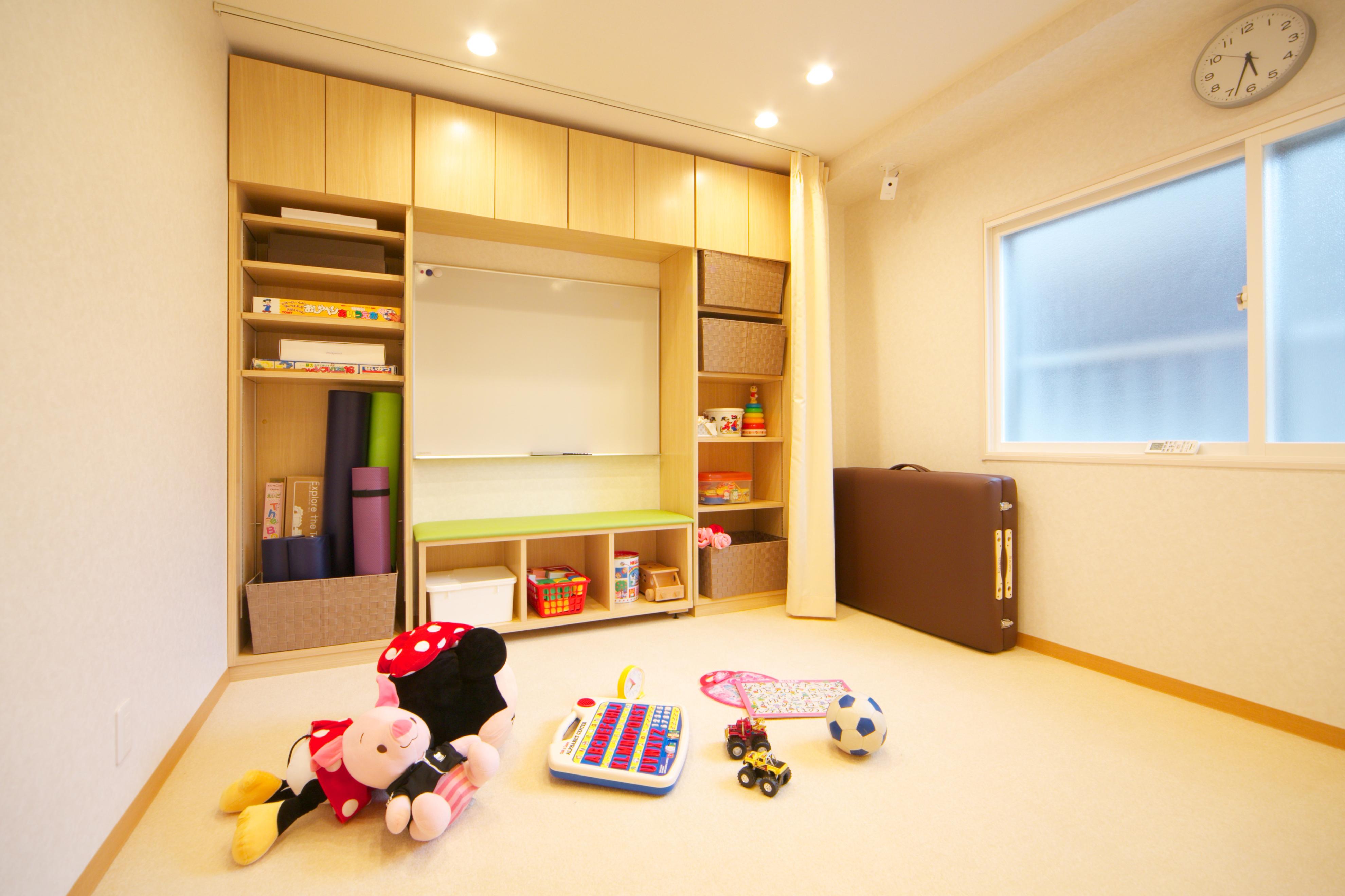 プレイセラピー(遊戯療法)に使用するお部屋です。パーソナルストレッチや運動指導もこちらで行います。