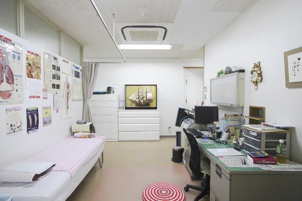 【第一診察室】この部屋で皆様の診察をさせていただきます。