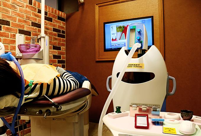当クリニックでは、「笑気吸入鎮静法」というリラックス治療を取り扱っております。治療に恐怖心がある方は、いつでもお気軽にご相談ください。