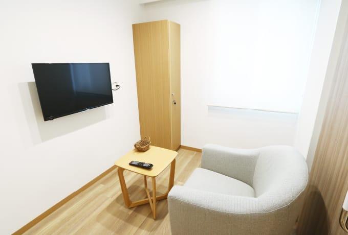 大腸内視鏡検査の前処置のためのトイレ付き個室を用意しました。まわりの方の目を気にすることなく、大腸内視鏡検査を受けることができます。