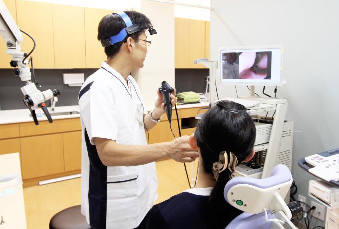 患者さんに必要な検査、今後、行っていく治療について、耳鼻咽喉科専門医からしっかりとした説明を行います。患者さんからも医師、スタッフに気軽に質問できる環境をつくります。